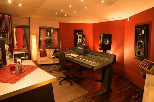 Das Deutsche Studio die:mischbatterie mit Van Damme umgebaut.